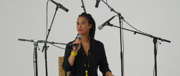 Grada in one of her art works a performance in an installations on racism. Photo by:Zé de Paiva.