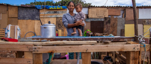 A Jardim Julieta occupation resident and her baby, in Vila Medeiros, in São Paulo's North Zone. Photo by: Lucas Veloso