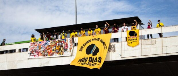 PSOL activists displayed banners in a bridge in Brasília, as one of 'A Dawn for Marielle' activities. Photo @pinkbloc